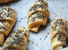 «Hele Norge baker»-Idas fylte horn med ost og bacon Norwegian Food, Norwegian Recipes, Italian Recipes, Horns, Bacon, Food And Drink, Favorite Recipes, Cheese, Desserts