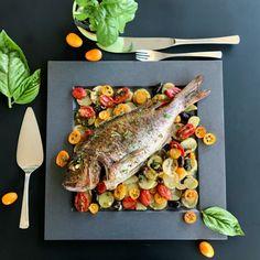 Τι είναι η δίαιτα pescetarian; Γιατί να την ακολουθήσει κάποιος; Όλα όσα πρέπει να ξέρετε για την ιχθυοχορτοφαγία, τα μειονεκτήματα και τα πλεονεκτήματά της. Biryani, Pesto, Pork, Fish, Vegetables, Kitchen, Kale Stir Fry, Cooking, Pisces