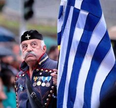 #macedonian #veterans - #evzones of #greece - Paying honor to the #greek #flag - #soldier #army #military #photos