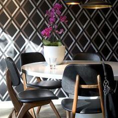Apartamento em Eindhoven, Holanda. Projeto do escritório Hal2. #architecture #arquitetura #interiores #arquiteturaeinteriores #arte #artes #arts #art #artlover #design #interiordesign #architecturelover #instagood #instacool #instadaily #furnituredesign #design #projetocompartilhar #davidguerra #arquiteturadavidguerra #shareproject #dinigroom #diningroomdesign #hal2