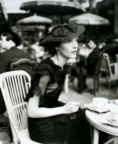 Madame Rochas photographed in Paris in 1933 by Regina Relang