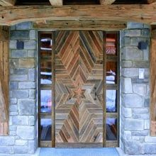 Altholz The Effective Pictures We Offer You About rustic farmhouse front door A quality picture can Farmhouse Front, Country Farmhouse Decor, Farmhouse Furniture, Front Door Entryway, Front Door Decor, Modern Entrance, Bungalow House Design, Old Wood, Home Design