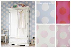 Gestippeld behang in blauw, roze, wit/roze en fuchsia/rood van Room Seven