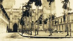 The Benavides monument at the University Sto. Tomas building in Intramuros, circa 1890 Intramuros, Filipiniana, Vintage Pictures, Manila, Filipino, Old Photos, Philippines, Past, Spanish