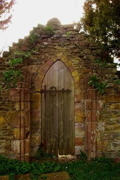 stone wall - door with Gothic arch - gate