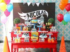 hot wheels decoracao festa aniversario Hot Wheels Birthday, Hot Wheels Party, Race Car Birthday, 4th Birthday, Car Themed Parties, Cars Birthday Parties, Race Party, Party Mix, Car Themes