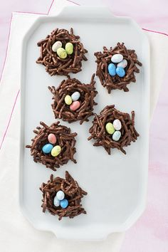 Edible Easter Crafts for Children Do you select – Fruity Pebbles Rice Crispy Treats Cupcakes - Modern Easy Easter Desserts, Easter Treats, Easter Recipes, Easter Food, Easter Snacks, Egg Recipes, Holiday Recipes, Easter Eggs, Fudge