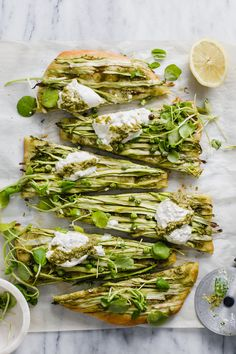Spring Green Pizza with Pesto and Burrata — Madeline Hall Asparagus Pizza, Pesto Pizza, Pizza Pizza, Pizza Party, Vegetarian Pizza, Vegetarian Recipes, Healthy Recipes, Pizza Recipes, Savoury Recipes
