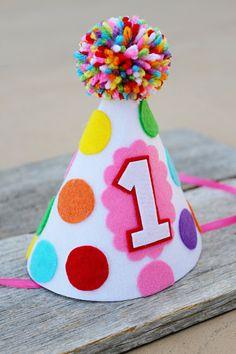 Chicas 1 º cumpleaños del arco iris sombrero por LaLaLolaShop Gorros De  Cumpleaños 5dec5bfe9af