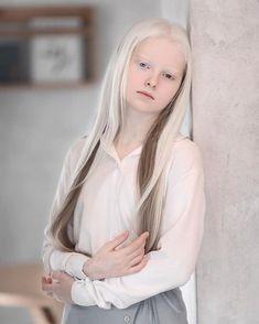 Chelsea Houska, Pretty People, Beautiful People, Albino Girl, White Blonde Hair, Beautiful Young Lady, Shooting Photo, Pale Skin, Big Hair