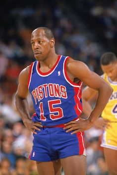1989 detroit pistons | LOS ANGELES - 1989: Vinnie Johnson #15 of the Detroit Pistons looks on ...