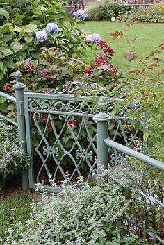 painted iron gate, Oak Bluffs, Martha's Vineyard via Cafe Chatelaine