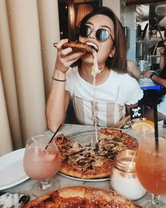 Lifestyle brand for all the adventurers at heart. Eating Pictures, Food Pictures, Comida Pizza, Pizza Photo, Pizza Girls, Restaurant Pictures, Instagram Pose, Insta Photo Ideas, People Eating