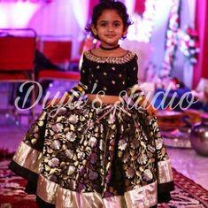 Kids Party Wear Dresses, Kids Dress Wear, Kids Gown, Dresses Kids Girl, Kids Outfits, Indian Dresses For Kids, Kids Indian Wear, Kids Ethnic Wear, Baby Frocks Designs