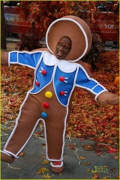 Gingerbread Man Al Roker Best Picture For DIY Costume alien For Your Taste You are looking for something, and it is going to tell you exactly what you are looking for, and you didn't find that picture Candy Costumes, Holiday Costumes, Boy Costumes, Halloween Costumes, Theatre Costumes, Disney Costumes, Costume Ideas, Gingerbread Man Costumes, Cookie Costume