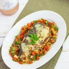 File de macrou la tigaie cu sos de roșii și pătrunjel - Bucate Aromate Romanian Food, Bruschetta, Seafood, Deserts, Food Porn, Food And Drink, Cooking Recipes, Keto, Chicken