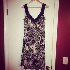 NWOT LIZ LANGE DRESS NWOT LIZ LANGE MATERNITY DRESS. Size large. This is a beautiful and comfortable dress for maternity or not. Liz Lange Dresses