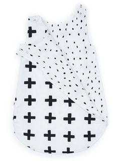 saco de dormir grande cruz preta Future Baby, Grande, Women, Baby Sleeping Bags, Sewing Projects, Toddler Girls, Block Prints, Snuggles, Sleeping Bags
