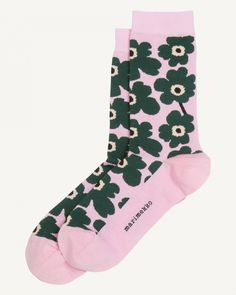 The classic Unikko pattern in pink, dark green and black adorns these cotton blend Hieta ankle socks. Marimekko, Normal Body, Long Toes, Ankle Socks, Body Shapes, Pink And Green, Print Design, Tights, Legs