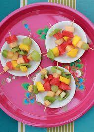 Resultado de imagem para espetinho de frios e frutas