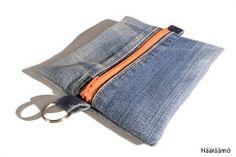 Laatikkopenaali Hyödynsin useaan kertaan paikattujen farkkujen ehjää kangaspintaa ja tehdastekoisia saumoja näihin pussukoihin. N...