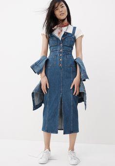 Madewell Denim Dress Button-Front, ratatinées Salut-Fi Tee et White Pony Sneakers