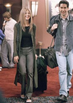 Vogue¡¯s Definitive Guide To Dressing Like Rachel From Friends Rachel Green Outfits, Style Rachel Green, Rachel Green Friends, Rachel Green Fashion, Rachel Green Hair, Jennifer Aniston Style, Jenifer Aniston, Style Vert, Style Année 90