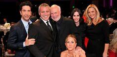 """Aniston agradece diretor por Friends: """"Foi a oportunidade de nossas vidas"""" #Atriz, #Cinema, #David, #Diretor, #Filme, #Friends, #Homenagem, #JenniferAniston, #M, #Mundo, #Programa, #QUem, #Seriado, #Sucesso, #TheBigBangTheory, #Tv http://popzone.tv/2016/02/aniston-agradece-diretor-por-friends-foi-a-oportunidade-de-nossas-vidas.html"""