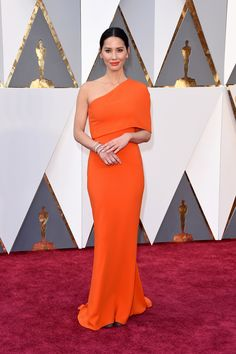 Oscar 2016 Red Carpet:  Olivia Munn in Stella McCartney with Forevermark jewelry