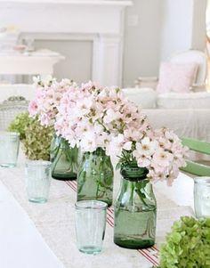Simpel groen en roze op tafel. Door saskia-staal