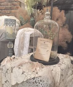 ✴︎ 【Wedding Report 39 / glass dome】 ・ ・ 高砂のソファーの横に飾っていたガラスドーム。 ・ その中に挙式でサインをした 結婚誓約書を飾りました* ・ ・ 結婚式が終わった後も誓約書を インテリアとして飾っておけるものにしたいと思い考えました♪ ・ ・ ハガキは紅茶&珈琲染めして アンティーク風に.。.:*☆ ・