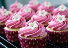 Amandel Vanille Cupcakes met Bosbessen Botercreme