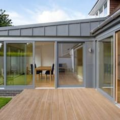 modern houses by Urban Creatures Architects - Anbau und Umbau - House Extension Design, Glass Extension, Extension Designs, Roof Extension, Extension Ideas, Orangery Extension, Bungalow Extensions, Garden Room Extensions, House Extensions