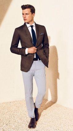Sempre que mencionamos alfaiataria masculina pensamos em ternos e costumes, mas uma maneira mais casual de usar as peças típicas do traje formal, e até para variar um pouco o look do dia a dia, é m…