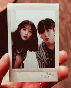 "Kimraemi blog on Instagram: ""Sorry i'm fail ㅠㅠㅠㅠ #kooku #jungkook #iu"" Korean Aesthetic, Couple Aesthetic, Jungkook Cute, Bts Bangtan Boy, Iu Boyfriend, G Dragon Fashion, Kpop Couples, Beach Friends, Korean People"