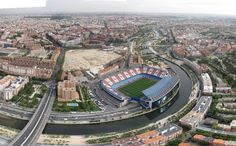 Estadio Vicente Calderón At Madrid, New York City Photos, Football Stadiums, Wild Ones, Paris Skyline, Travel Destinations, Mansions, House Styles, Places
