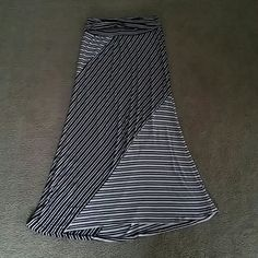 Skirt SZ:L -white and black stripes Joe B Skirts Maxi
