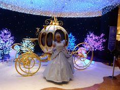 Estilo Cenicienta: Carruaje de princesa. http://www.quinceteens.com/4-sorprendentes-entradas-para-tus-quince/