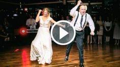 Dcera vytáhla na svatbě svého otce k tanci. Jejich tanec se stal na internetu hitem!   VIP Příběh