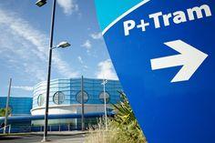 Panneau d'entrée d'un parking P+Tram