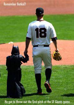 Recuerdan a Batkid? Que Grande los Gigantes de San Francisco. El honor de hacer el primer lanzamiento en el juego. #Baseball #Beisbol #SFGiants #Batkid