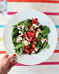 Salad with strawberries and almond ricotta