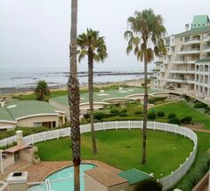 PERFECT LOCK UP AND GO IN GOLF ESTATE: Very neat 2nd floor apartment with uninterrupted sea views. Enjoy the full use of the popular Greenways Golf Estate. http://www.homelinkestates.co.za/showpropertySM014000002376.cp
