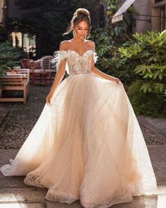 Ombre Wedding Dress, Wedding Dress With Feathers, Wedding Dress Types, Wedding Dress Gallery, Backless Wedding, Princess Wedding Dresses, Wedding Dresses Plus Size, Bridal Wedding Dresses, Dream Wedding Dresses