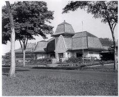 """Rumah di jalan Ganesha, dekat pintu di depan Ciung Wanara... ketika Jalan Ganesha masih """"muda"""""""