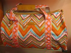 What a fabulous tote for spring! Love this.