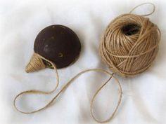 Kávový ježko Creative Coffee, Victorian Christmas, Handicraft, Hedgehog, Burlap, Crochet Earrings, Homemade, Drop Earrings, Diy