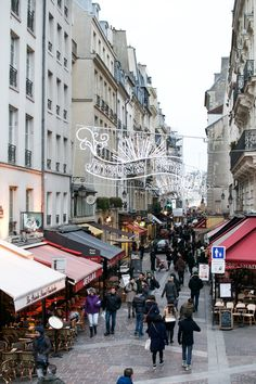 2nd Arrondisment, Rue Montorgueil, Paris neighborhood is a vibrant pedestrian area in the heart of Paris. One of Paris' permanent market streets, Rue Montorgueil boasts some of the best meat and fish markets in the city, along with renowned pastry shops like La Maison Stohrer, cozy bistros, boutiques, and bars diverse enough to please hipsters. goparis.about.com