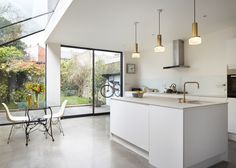 Rise Design Studio adds glass extension to London house House Extension Design, Glass Extension, Side Extension, Extension Google, Extension Ideas, Kitchen Diner Extension, Open Plan Kitchen, Bright Kitchens, Home Kitchens