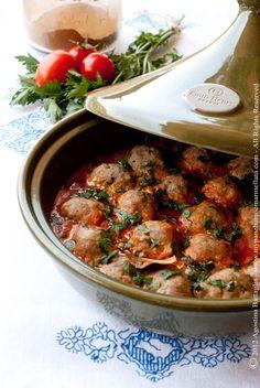 Tajine of spicy meatballs ras el hanout. Needed more spice but good. Spicy Meatballs, Ras El Hanout, Indian Food Recipes, Ethnic Recipes, Arabic Food, Mediterranean Recipes, Chana Masala, Meatloaf, Entrees